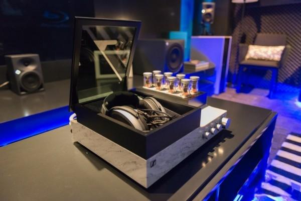 耳机动辄上万元 入门耳机真的没人买了?