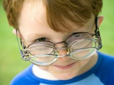 台灯是伤眼元凶 孩子的鼻梁之痛如何解决