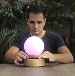 悬浮的魔法水晶球